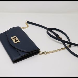 Handbags - Like new Micheal Kors crossbody bag